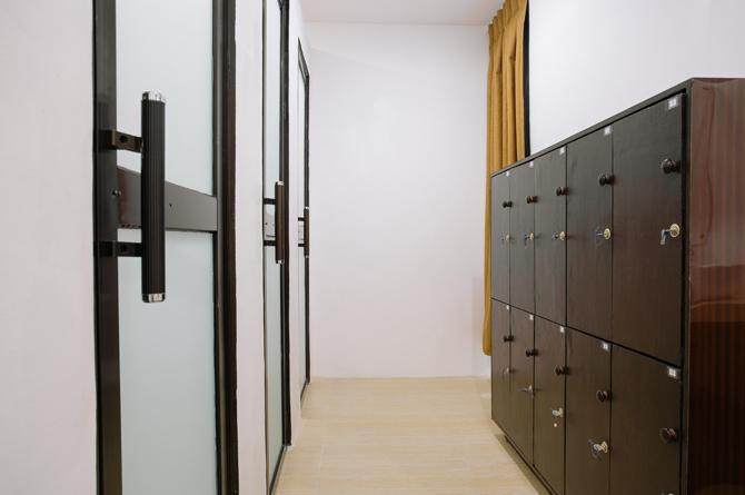 Locker & Shower Room